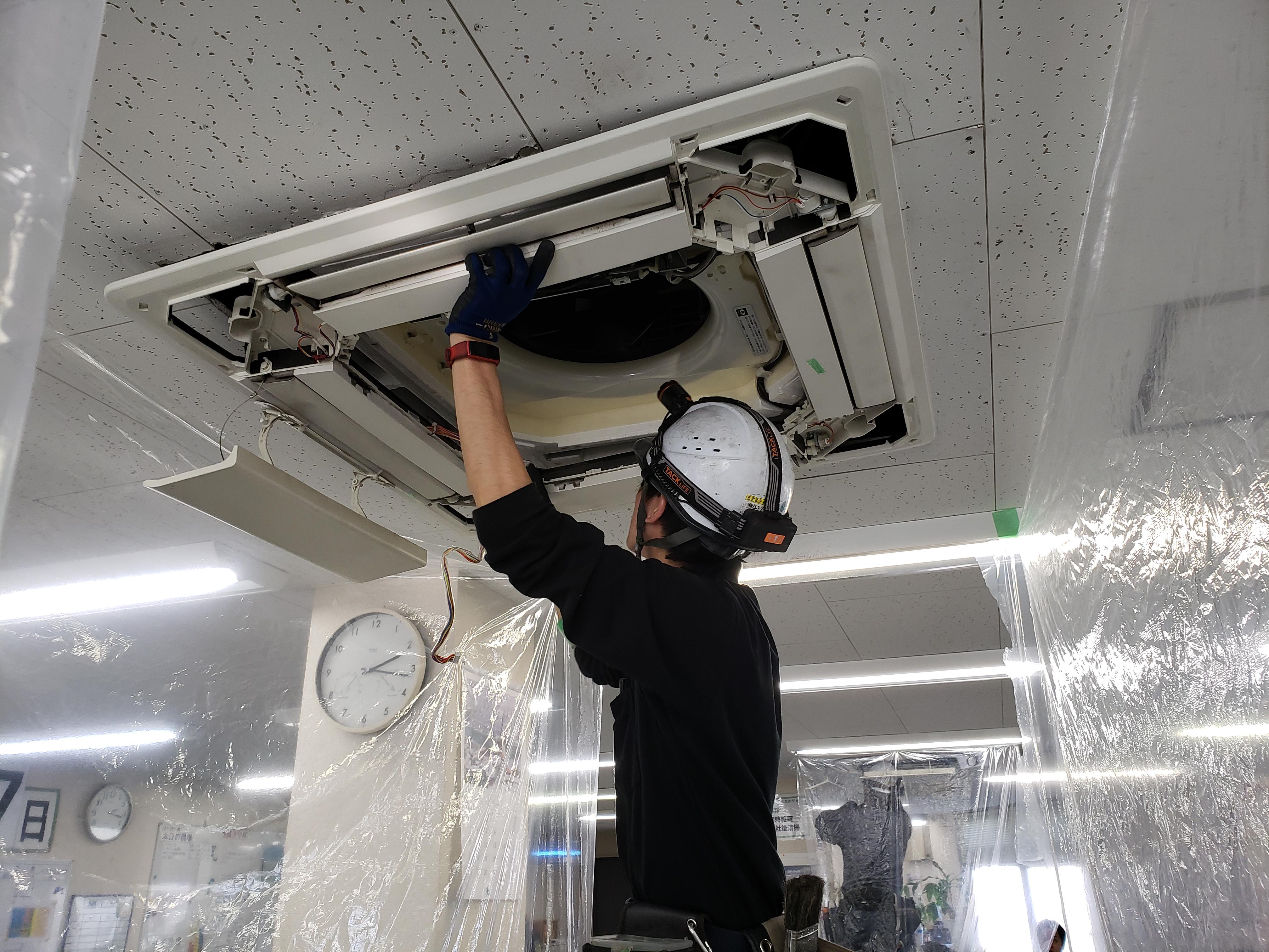 エアコン洗浄作業写真